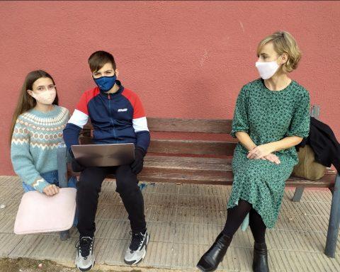 Marc Urpí i Aina Ribas entrevisten la regidora Silvia Vaquero.